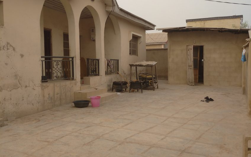 TO LET: 3 Bedroom Bugalow(Self Compound)