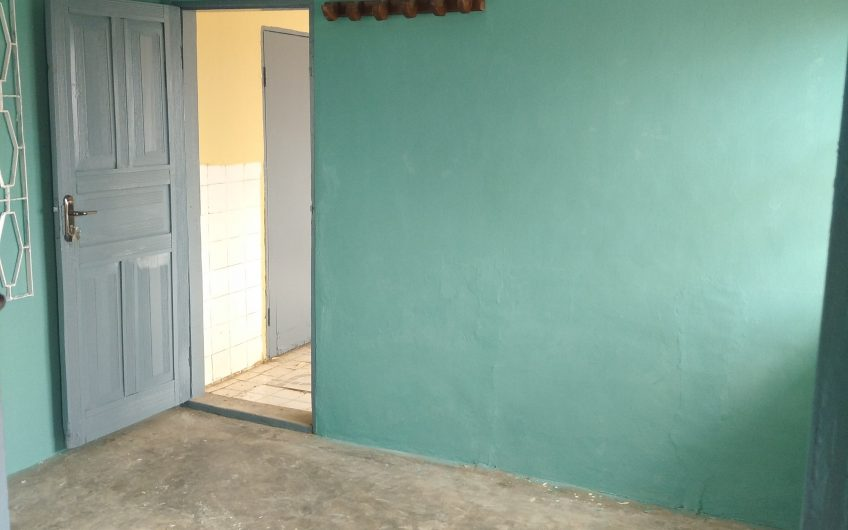 TO LET: A 2BEDROOM BUNGALOW BUILDING WITH 3NO. COLD ROOM AND 40kva GENERATOR