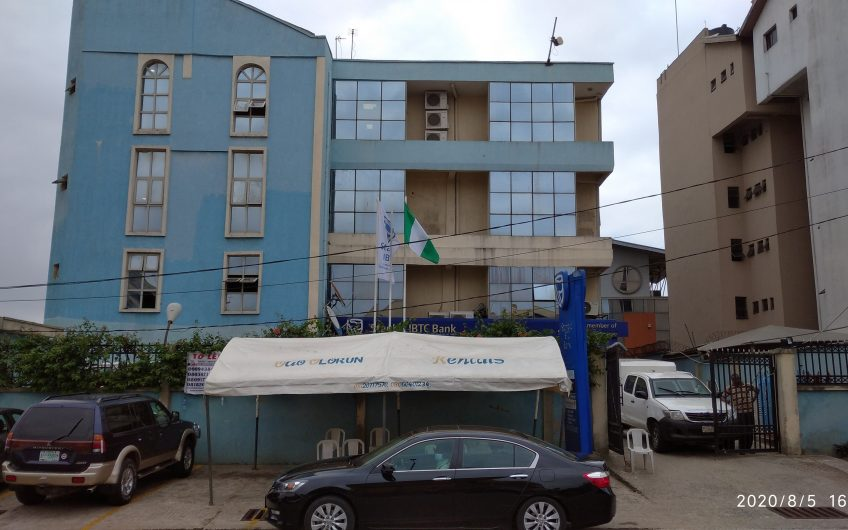 To LET: 1.Office space measuring 400sqm.  Location: Elephant cement street, Alausa, Ikeja, Lagos State.