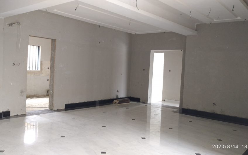 FOR SALE: A LOVELY 9NO. 3BEDROOM FLAT IN A SERENE VICINITY WITHIN LEKKI PHASE 1